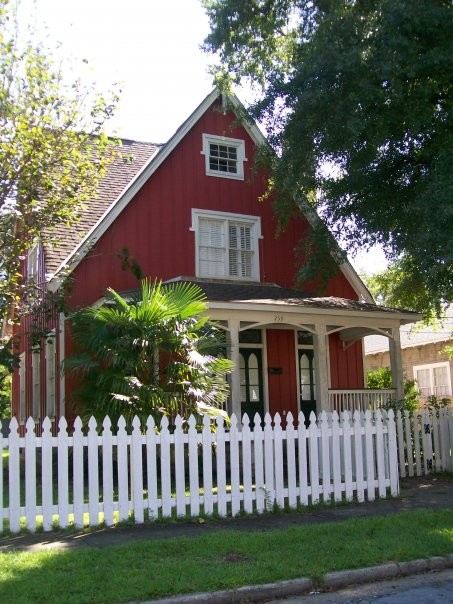 House Hugger Pick My Folk Victorian House Paint Color The Winner Is