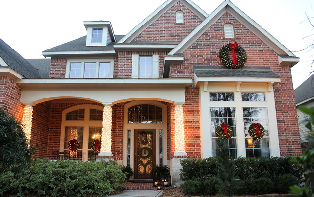 outdoor christmas decor traditional exterior - Outdoor Christmas Decor