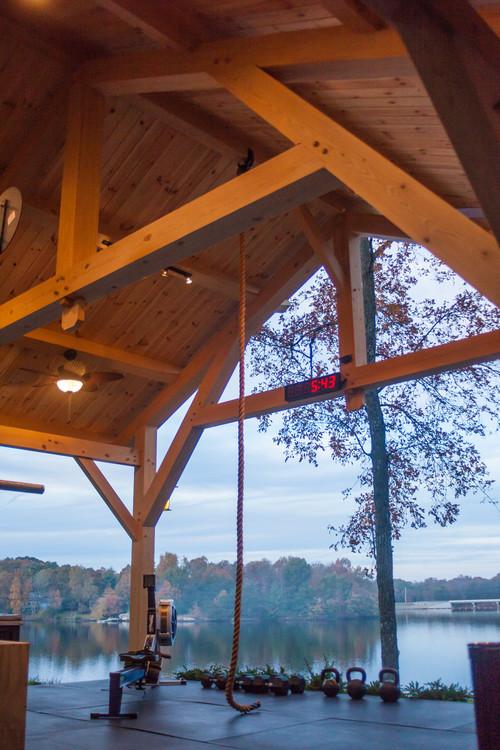 Gym extérieur maison avec vue sur un lac