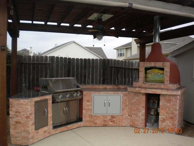 Outdoor Kitchen With Brick Wood Fired Pizza Oven