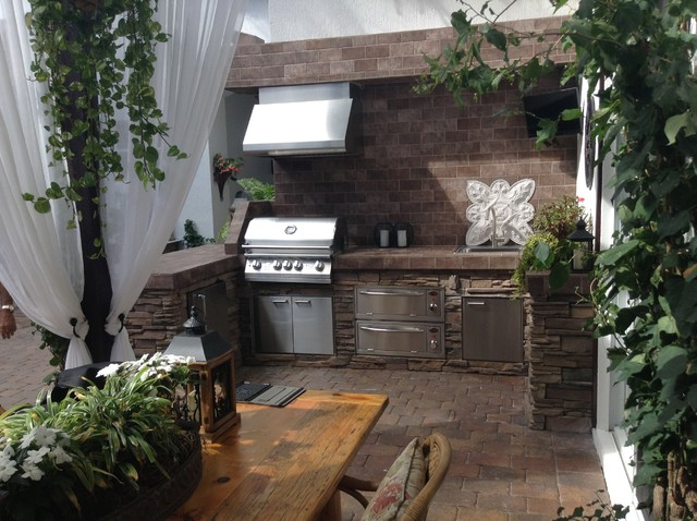 Outdoor kitchens mediterranean exterior other metro for Outdoor kitchen ideas houzz