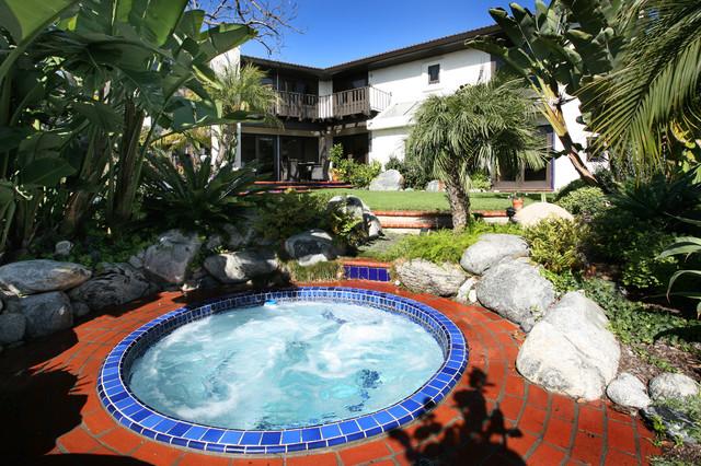 outdoor living contemporary-exterior