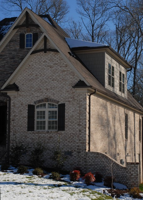 Oyster Pearl Oversize Tumbled Face Brick Craftsman
