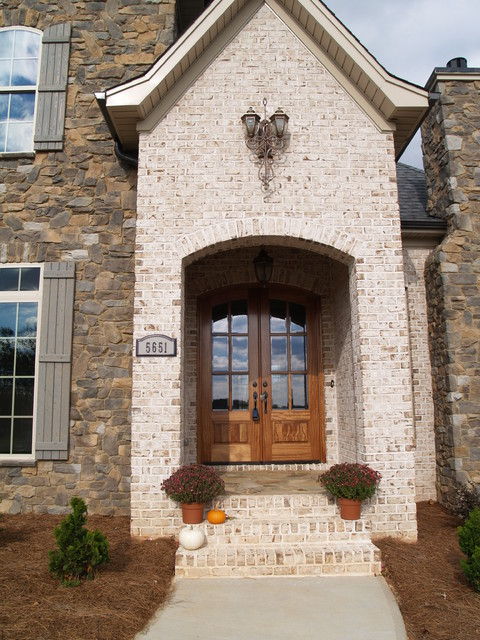 Oyster Pearl Oversize Tumbled Face Brick Transitional