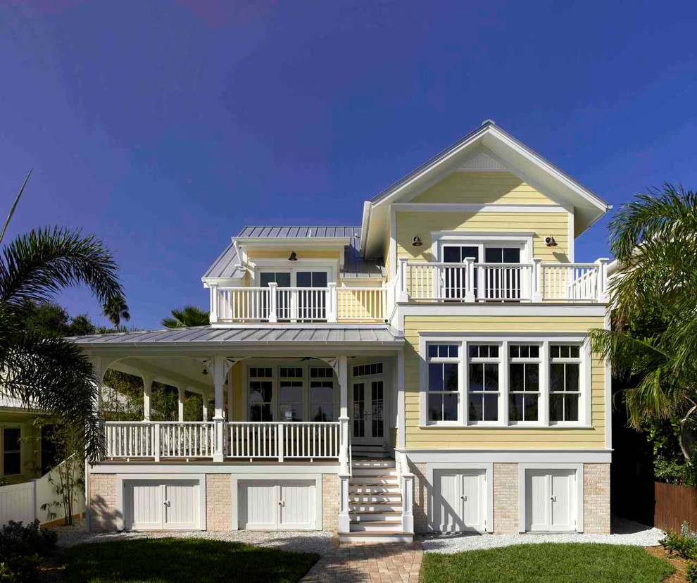 Traditional exterior home idea in Tampa