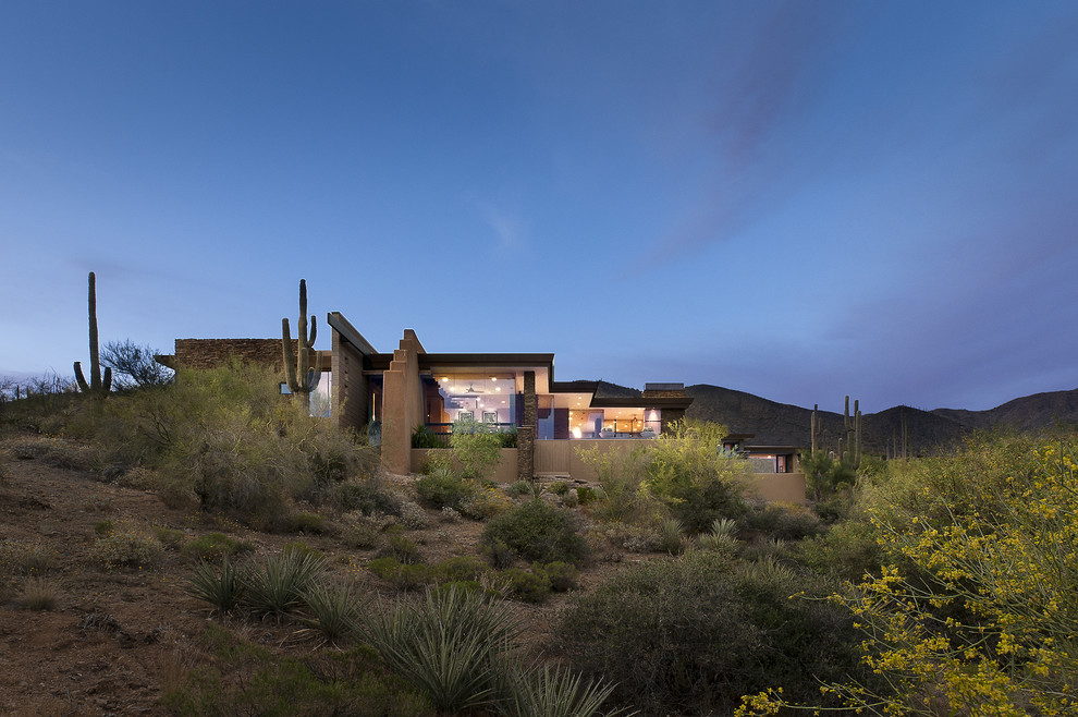 Southwestern one-story exterior home idea in Phoenix