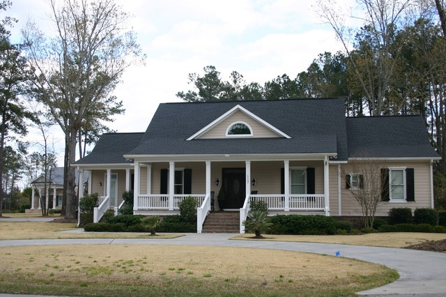 Example of an exterior home design in Charleston