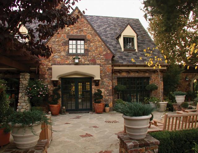Pomello Residence traditional-exterior