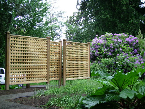 How Do You Construct Free Standing Lattice Fence