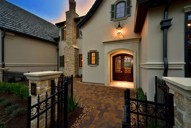 Traditional exterior home idea in Houston