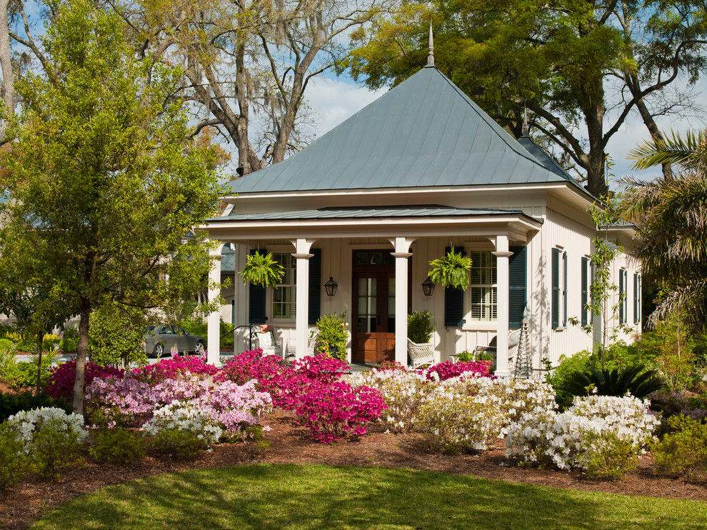 Small traditional one-story exterior home idea in Atlanta