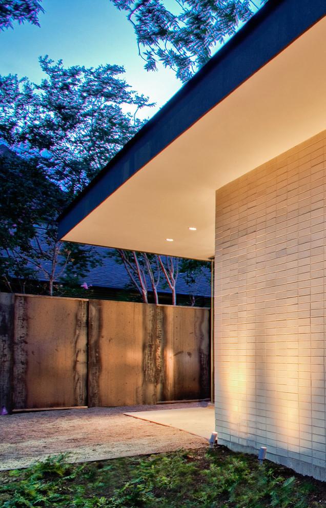 Minimalist exterior home photo in Dallas