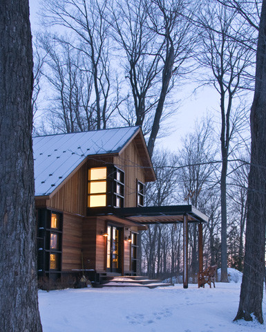 Quaker Bluff Cottage contemporary exterior