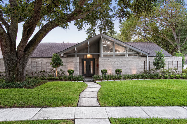 Ranch reinvented midcentury exterior houston by rd for Mid century modern architects houston