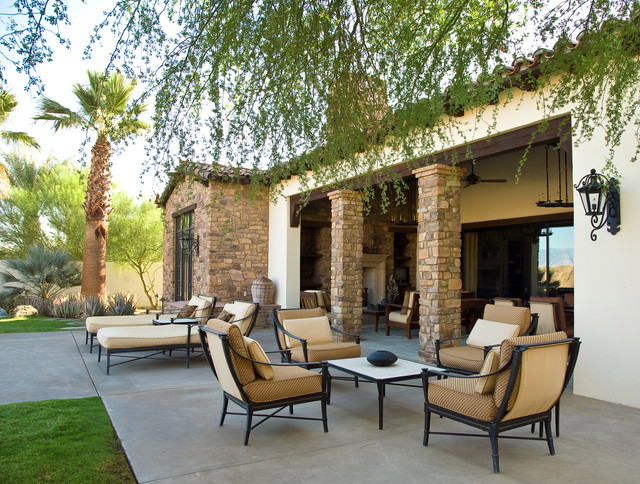 Rancho mirage villas for Uncovered patio ideas