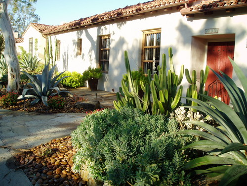Rancho Santa Fe, Lilian Rice, courtyard, row home, field stone succulents, fount
