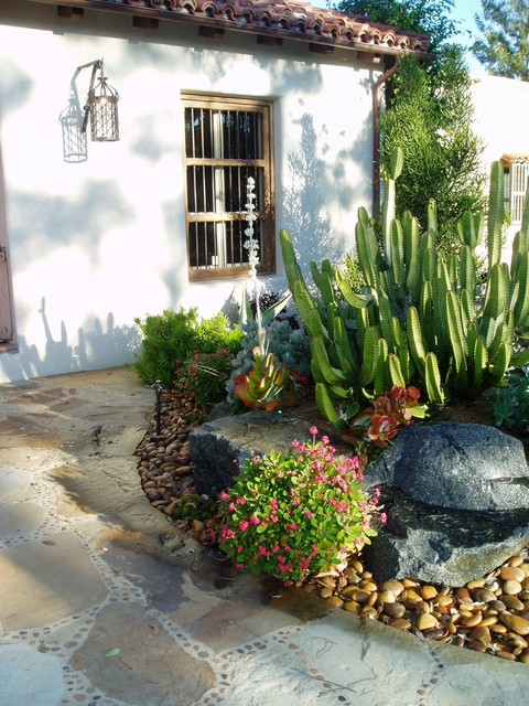 Rancho santa fe lilian rice courtyard row home field for Courtyard stone landscape