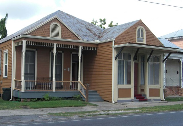 Renovated 1940s home in donaldsonville louisiana for 1940s homes exterior design