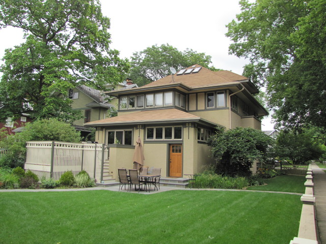 Renovation in frank lloyd wright historic district for Frank lloyd wright craftsman