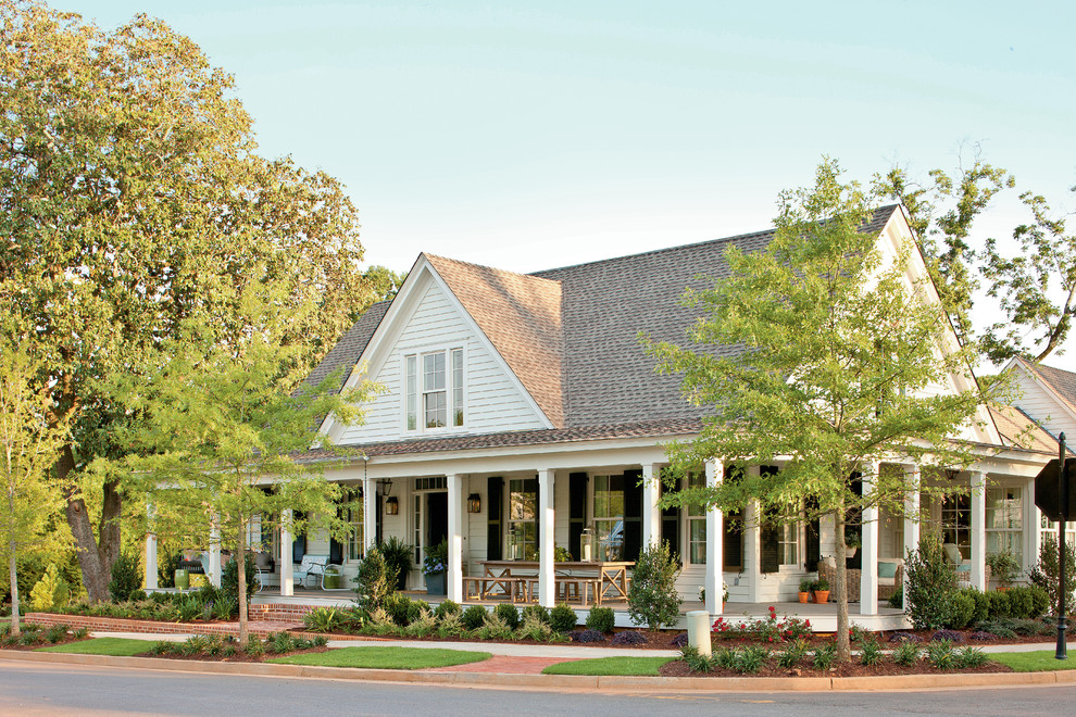 Inspiration for a mid-sized cottage two-story exterior home remodel in Atlanta