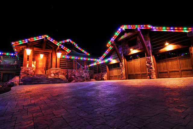 Residential Christmas Lighting traditional-exterior