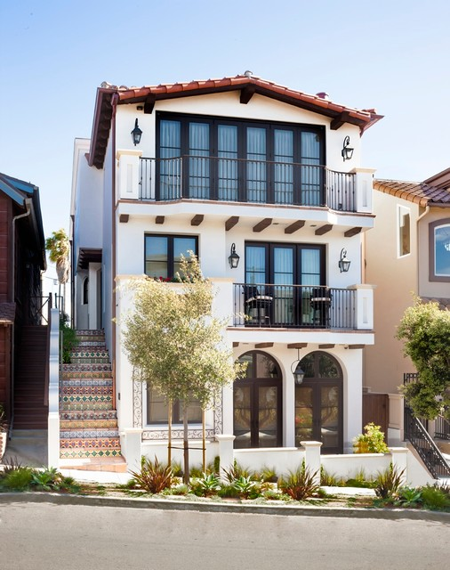 Tuscan white three-story exterior home photo in Los Angeles