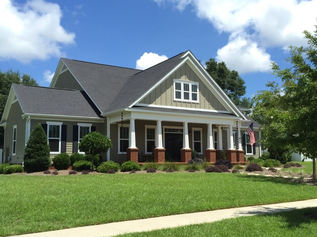 Mid-sized craftsman gray two-story vinyl exterior home idea in Miami with a shingle roof