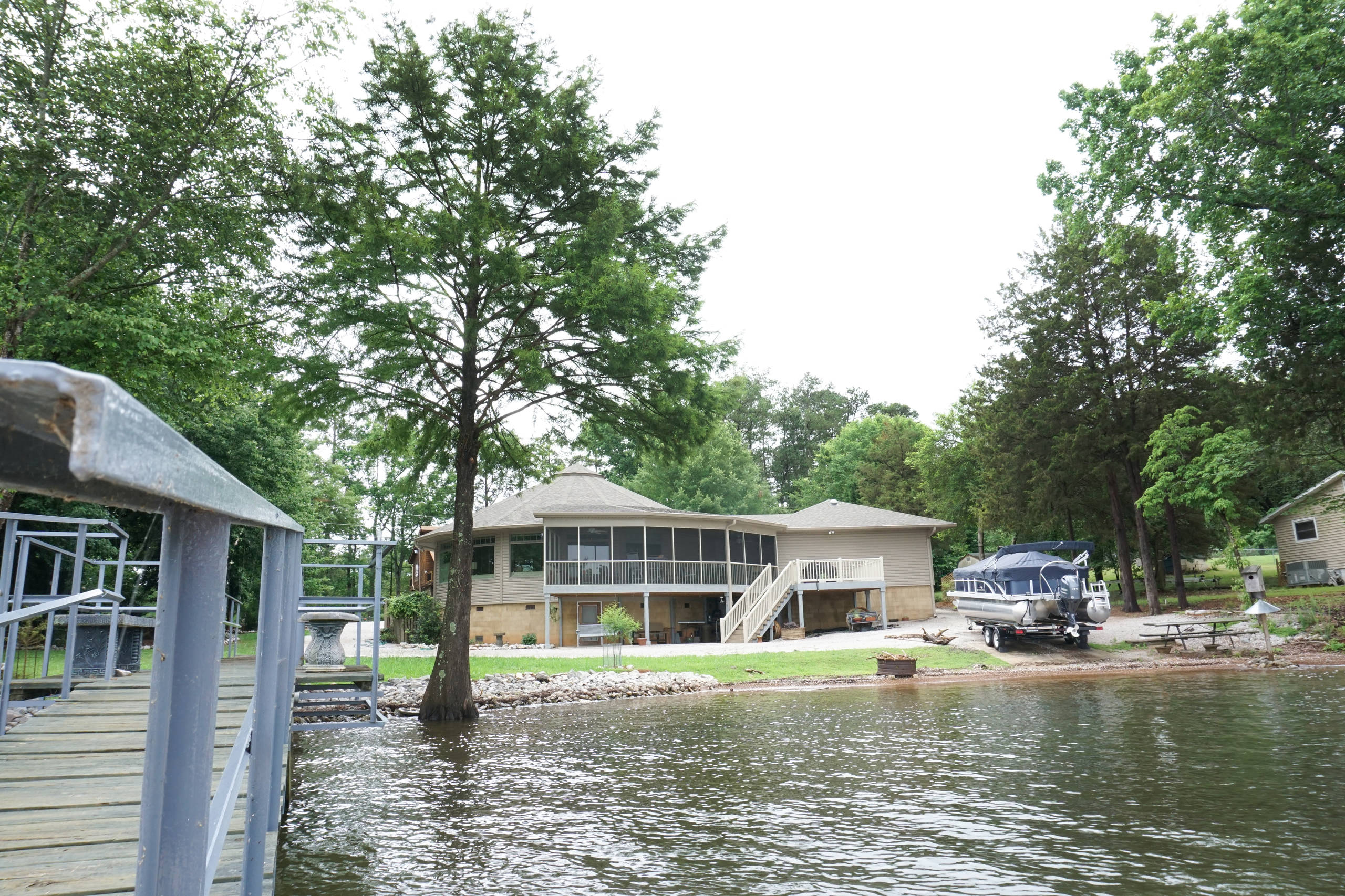 Right Round: Deltec Home on the Lake