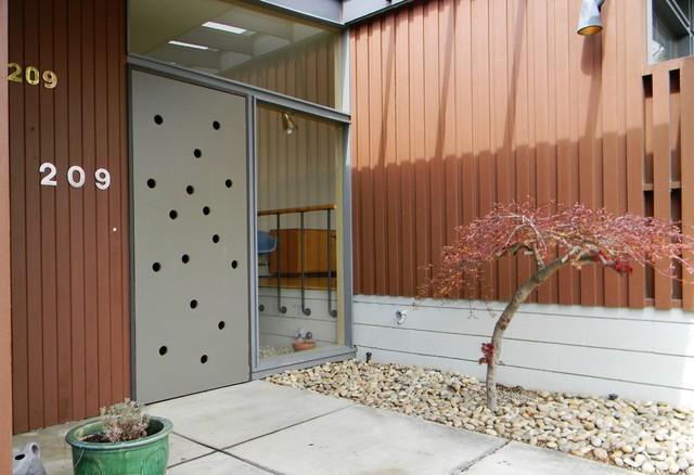 modern exterior by Kimberley Bryan