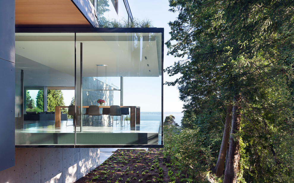 Modern three-story glass flat roof idea in Vancouver