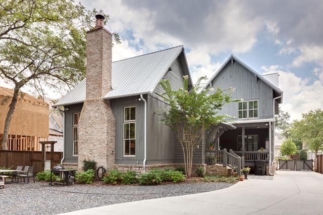Rustic atlanta farmhouse farmhouse exterior atlanta by blake shaw homes inc for Modern rustic farmhouse exterior