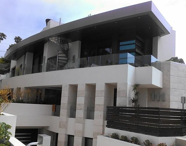 Santa barbara finishes contemporary exterior san for Modern home exterior finishes