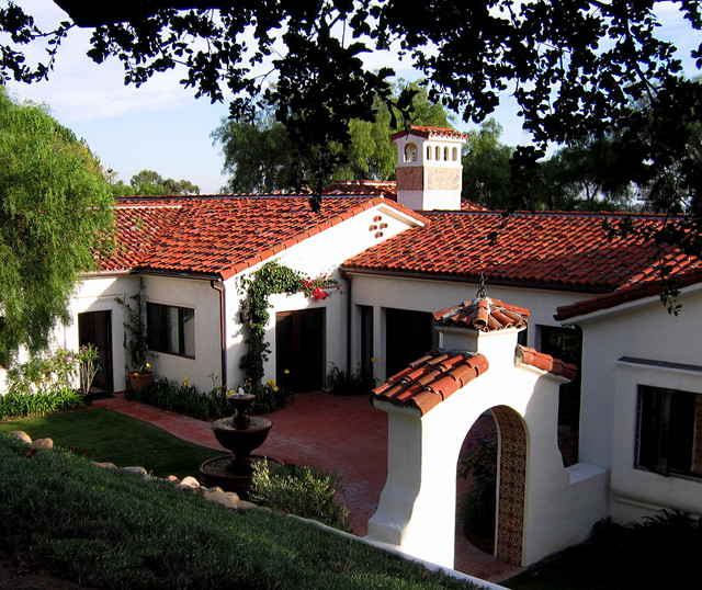 Spanish Style Homes With Courtyards: Santa Barbara Style Spanish Home + Courtyard