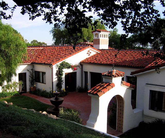 Groovy Santa Barbara Style Spanish Home Courtyard Mediterranean Interior Design Ideas Gentotryabchikinfo