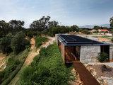 modern exterior Houzz Tour: Australian Home a Gold Mine of Unconventional Ideas (18 photos)