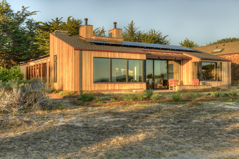 Example of a mid-century modern wood exterior home design in San Francisco with a shed roof