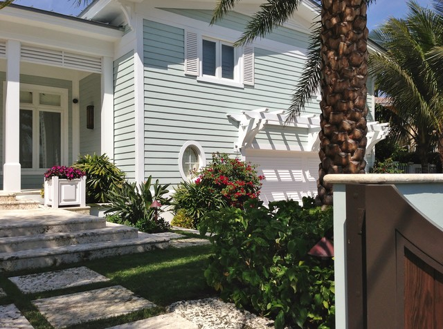 Example of a classic exterior home design in Miami