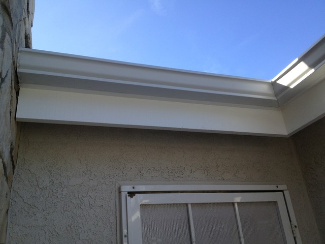 Seamless 5 Inch Kyle Gutters And Downspouts In Long Beach