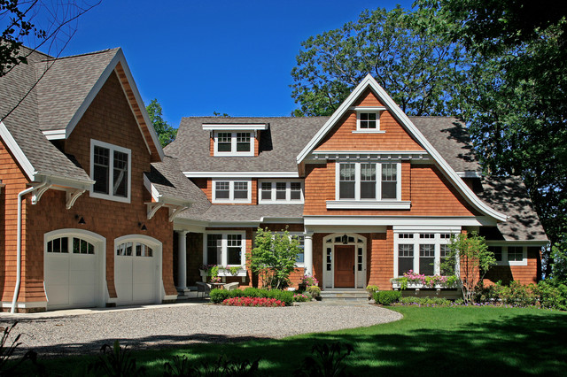 Shingle style cottage on Lake Michigan traditional exterior