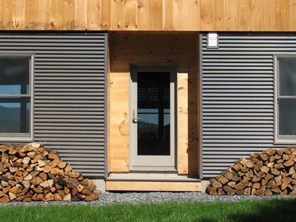 Side entry modern exterior burlington by bluetime for Horizontal wood siding panels