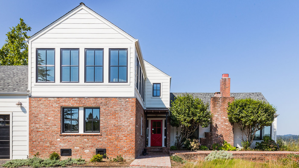 Example of a cottage exterior home design in San Francisco