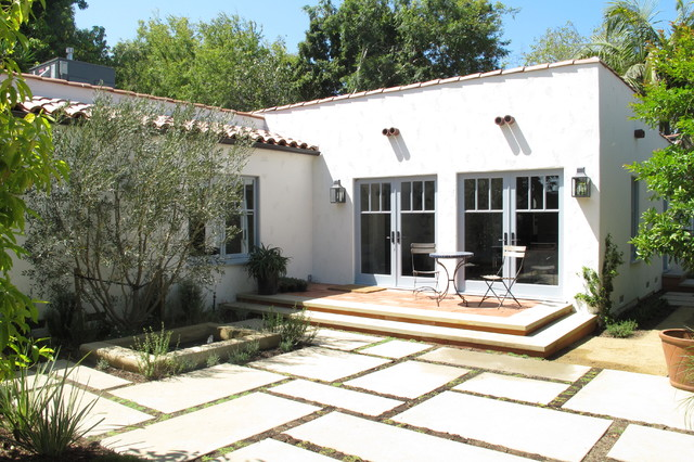 Spanish courtyard mediterranean exterior los angeles for Spanish home plans center courtyard pool