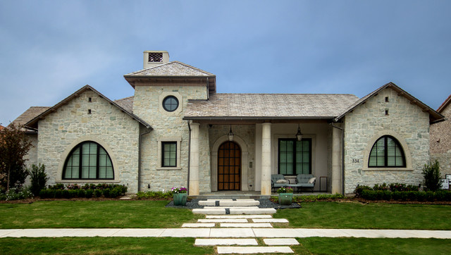 Inspiration for a timeless exterior home remodel in Dallas