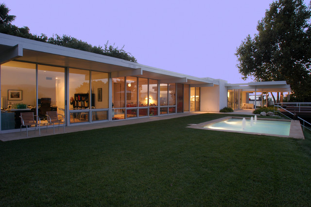 Steel post and beam midcentury exterior los angeles for Mid century post and beam house plans