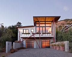 Stinson Beach House beach-style-exterior