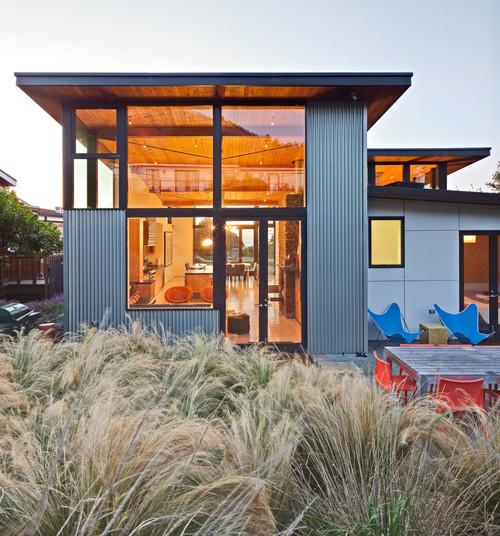 10 Beach House Decor Ideas: Corrugated Exterior Panels