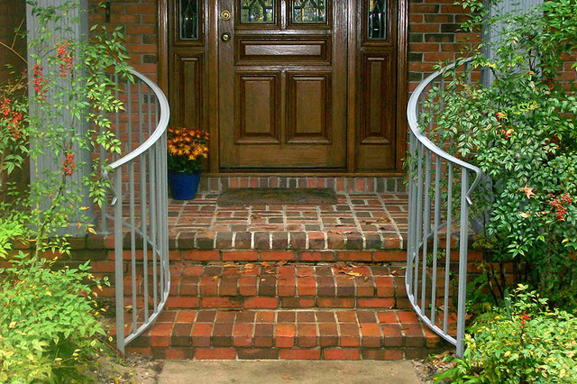 Straight picket curved railing traditional exterior jacksonville by gainesville ironworks for Curved metal railings exterior