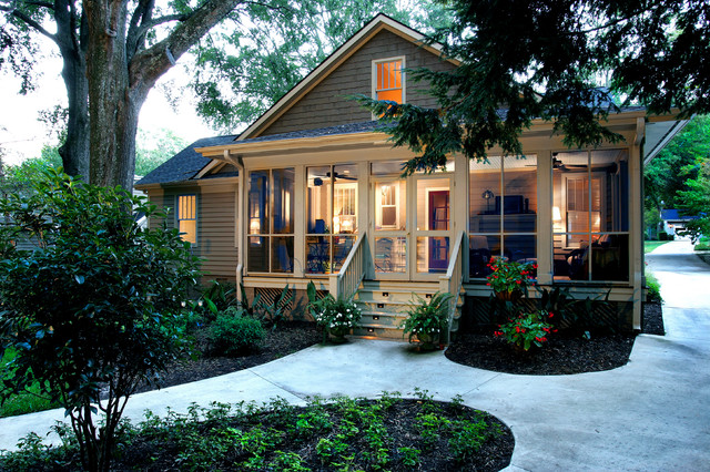 Suburban Cottage Traditional Exterior
