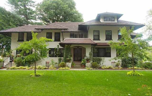 Suburban Villa In Lower Westchester Ny