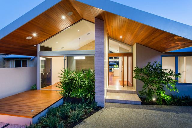 Success crescent contemporary exterior perth by mountford architects - Hungarian style house plans open gables ...